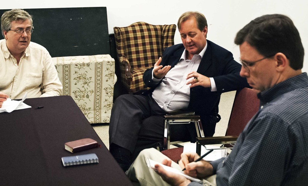 Teacher with Tony Carnes (l), chair of Gegrapha Executive Committee, and Jaan Vaino (r), Executive Director, Gegrapha