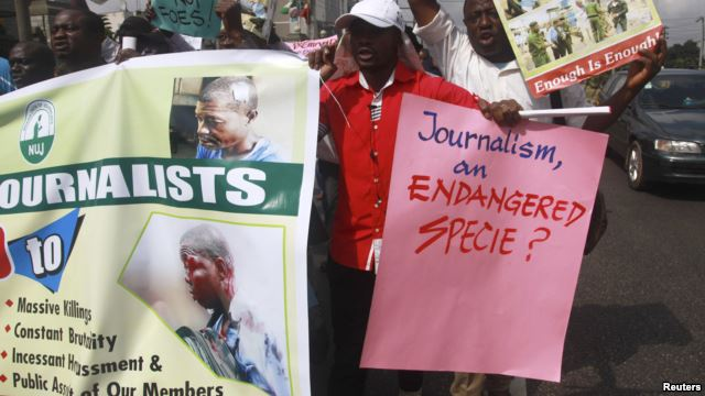 Roadside protesters after the assault of a local journalist in Lagos, Nigeria. Photo: Reuters.